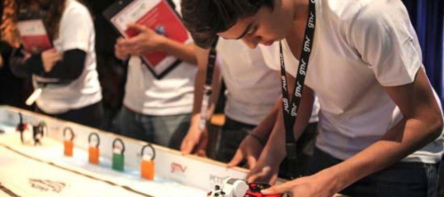 Más de 200 personas, entre operarios y voluntarios, culminan los preparativos para la celebración de la First Lego League Canarias